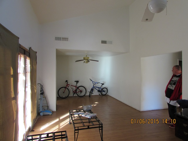 10 Living room & dining area